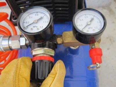 エアーコンプレッサーのレギュレター圧力調節