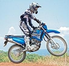 xtz125-riding_jump