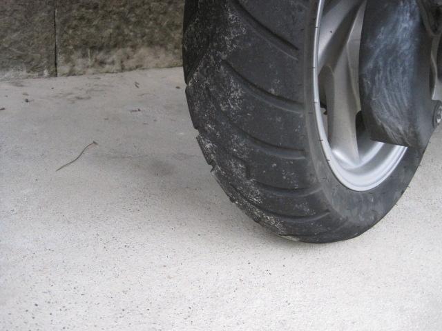 すり減ったタイヤ