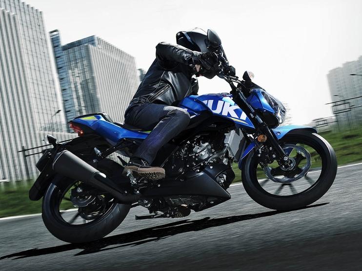 GSX-S125 riding